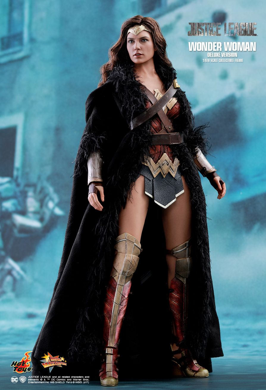 Wonder Woman - Deluxe Version  Sixth Scale Figure by Hot Toys  Justice League - Movie Masterpiece Series